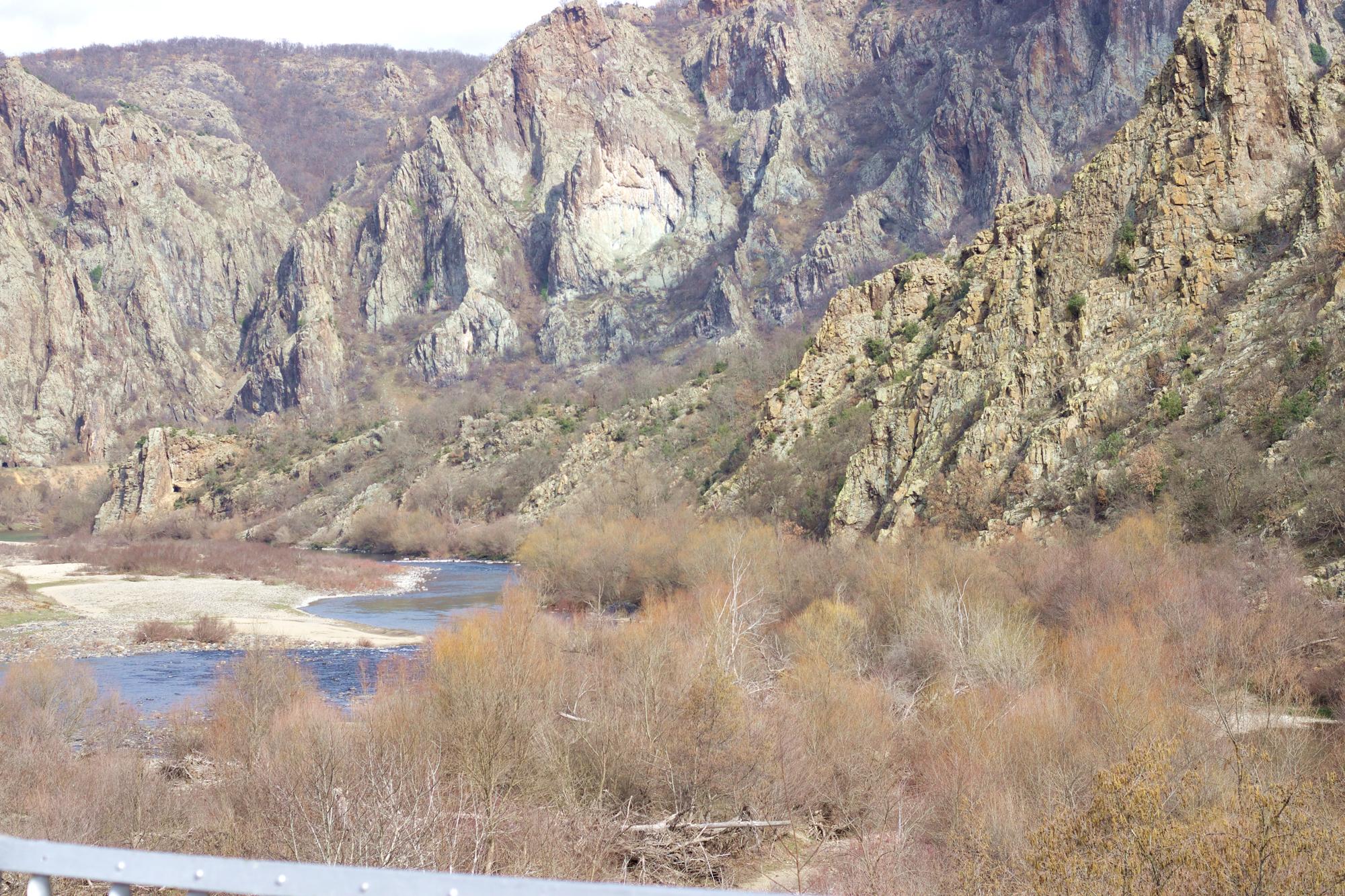 Язовир Ивайловград, природният резерват Кован Кая и тракийското светилище Глухите камъни