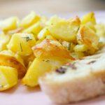 Средиземноморско настроение в кухнята – хлебче с маслини и картофи с розмарин и чесън