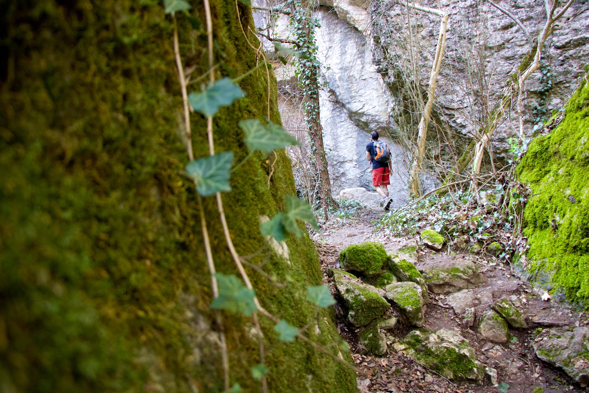 Еменски каньон – пещера, водопад и язовир на едно място. Хотнишки водопад и екопътека с малко адреналин – Мартенско пътуване, 2021г, част 2